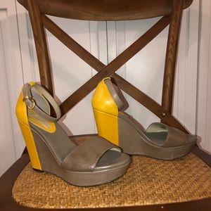 Banana republic color block wedge heel size 6